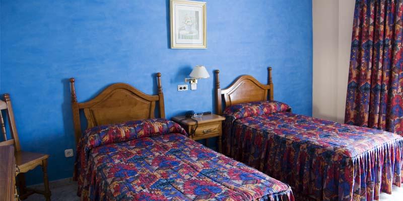 las habitaciones hotel economico en cantabria 8