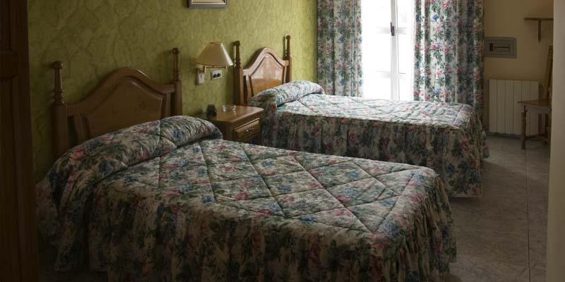 las habitaciones hotel economico en cantabria 9
